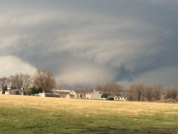 Tornado shatters Illinois town
