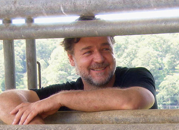russell-crowe-fench-at-ranch-promo.jpg