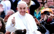 Pope Francis calls for equal pay for women