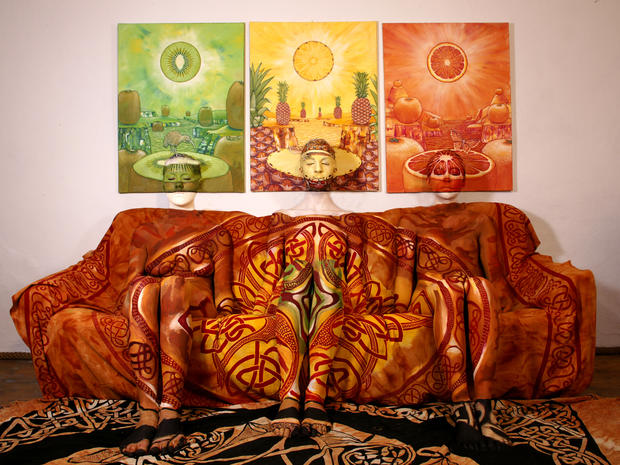 body-painting-couch-and-bilder-zdf.jpg