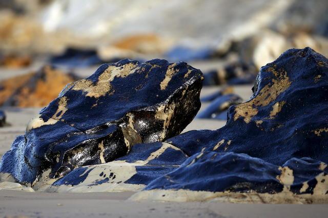 Santa Barbara Oil Spill - Ruptured pipeline spilled 100,000