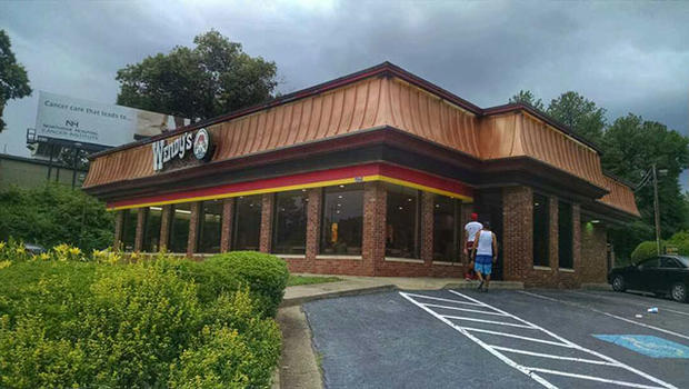 Woman Leaves Note At Wendy S Fast Food Restaurant In Atlanta Georgia Claiming She Being Held Captive Cbs News