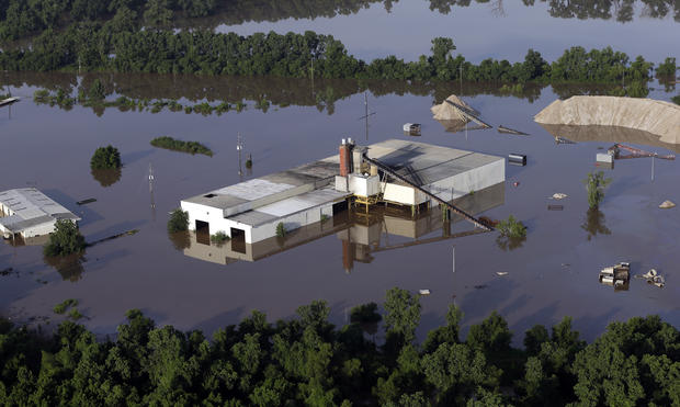 Floodwaters overwhelm Texas