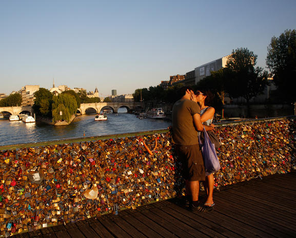 "Au revoir ""love locks"""