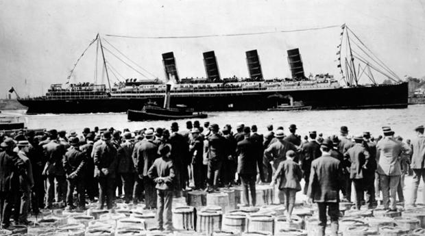 lusitania-men-on-barrels.jpg