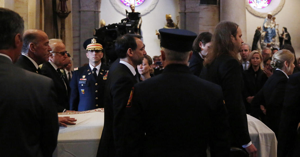 Biden Family The Vice President S Eldest Son Beau Biden Eulogized At Funeral Cbs News