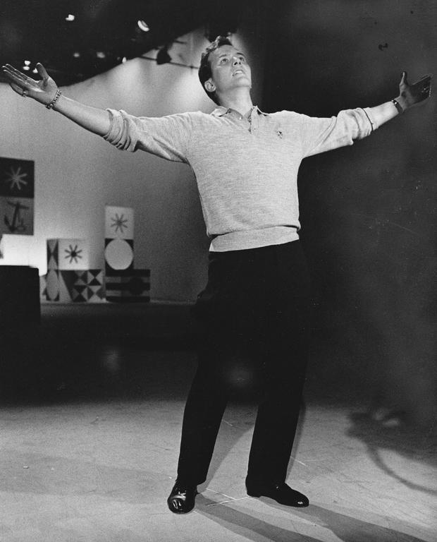 pat-boone1959-filming-tv.jpg