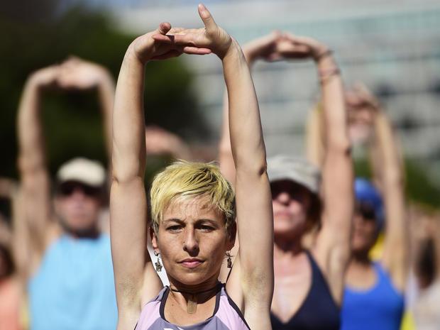 yoga-spain-477975256.jpg