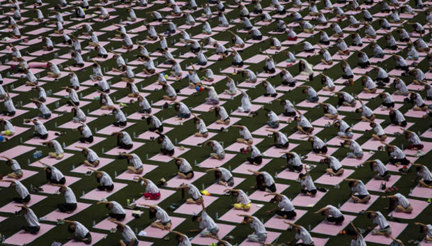yoga-china-477952466.jpg