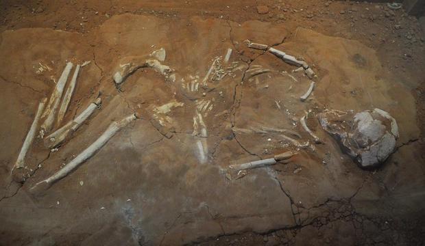 greek-typical-burial.jpg