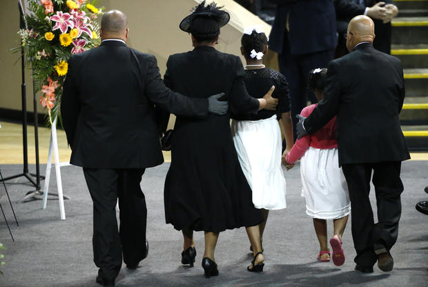 Mourners flock to Pinckney funeral