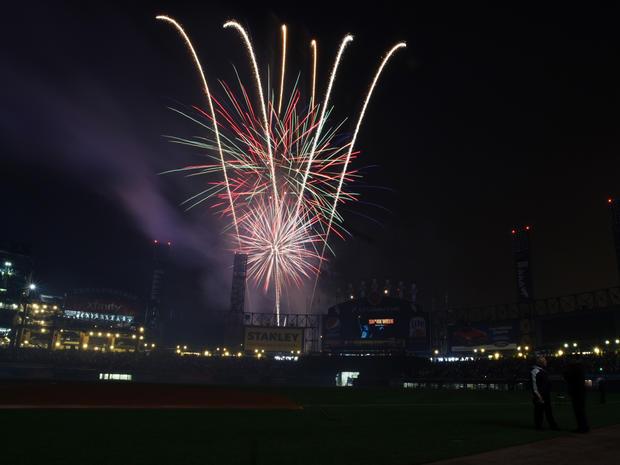 fireworks-2015-getty-479398242.jpg