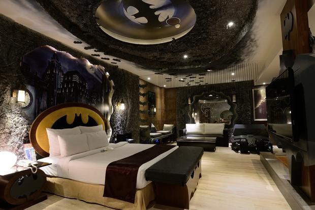 the batman room world 39 s craziest hotel rooms pictures cbs news