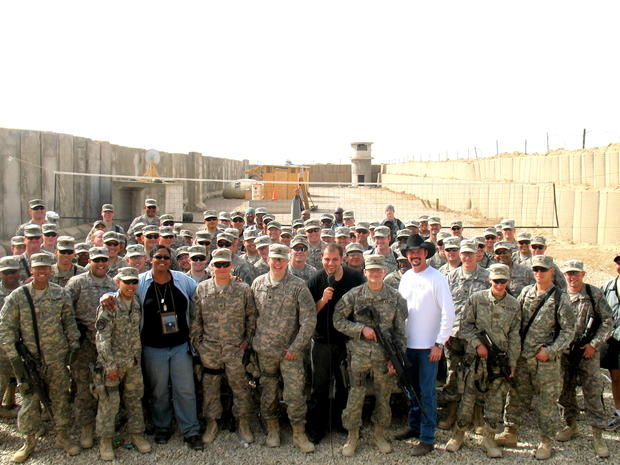 mo-amer-performs-for-us-troops-in-iraq-credit-mo-amer.jpg