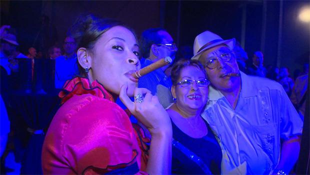 cigar-smokers-havana-female-620.jpg