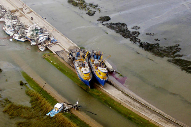 12katrina-fishing-vessels-stranded-empire-la-08-29-2005.jpg