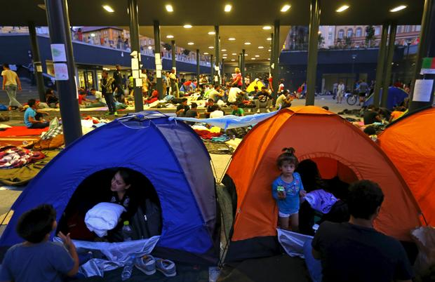 migrants-budapest.jpg