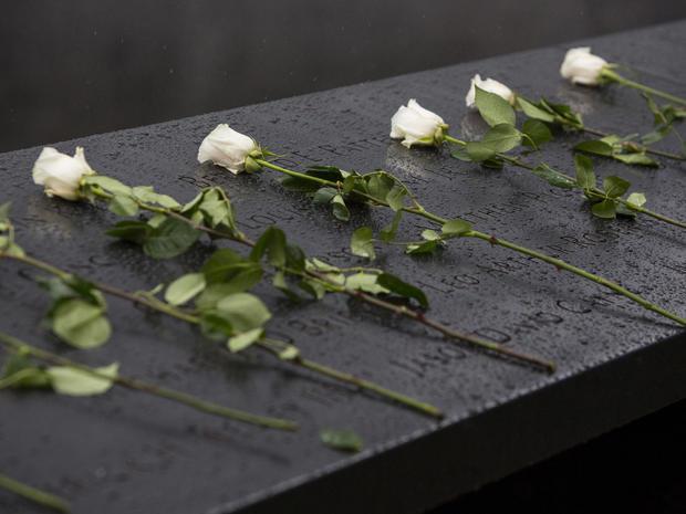 911-2015-reuters-flowers.jpg