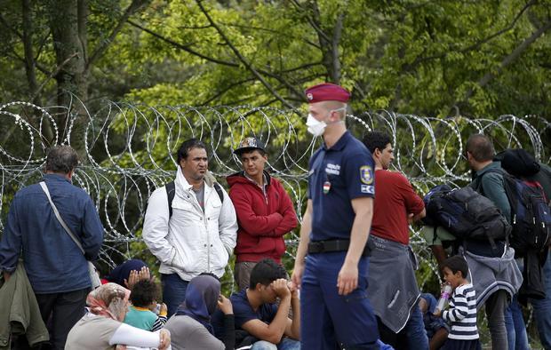 2015-09-15t132407z1713305420lr2eb9f117xp8rtrmadp3europe-migrants-hungary.jpg