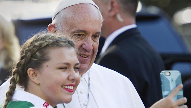 pope-francis-selfie-with-schoolgirl-credit-ap-photo.jpg