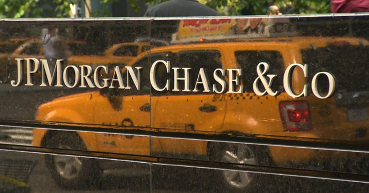 """Biggest banks """"prioritized"""" larger clients for small business loans, lawsuits claim"""