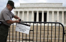 WWII vets push their way into closed memorial