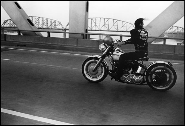 Lucie-awards-cdavid-hume-kennerlly17crossing-the-ohio-river-1966.jpg