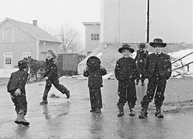 amish-children-playing-in-snow-lancaster-pa-1969-by-george-tice.jpg