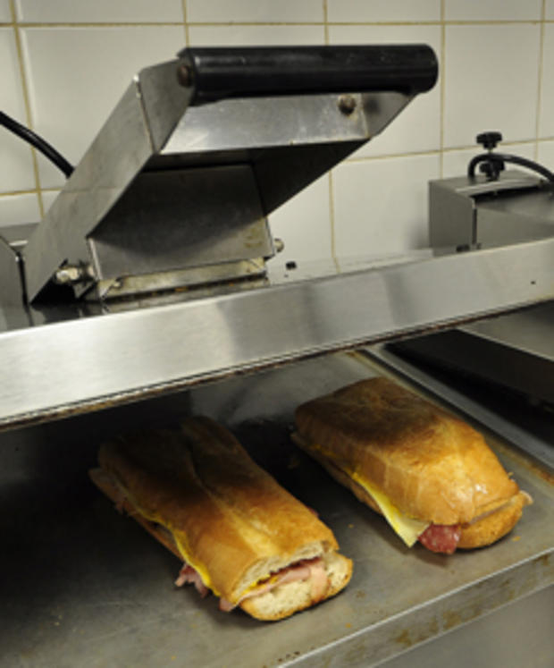 cuban-sandwich-on-press-244.jpg