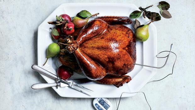 glazed-and-lacquered-roast-turkey-christopher-testani-620.jpg