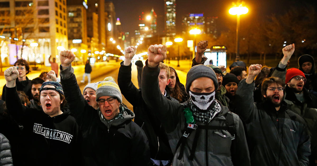 Protesters take to the streets over Chicago police shooting of Laquan McDonald