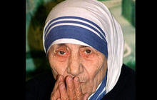 Pope Francis paves way for Mother Teresa to be canonized