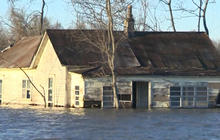 Flooding threatens more homes as high water moves South