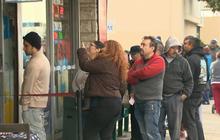Long lines for Powerball jackpot hopefuls