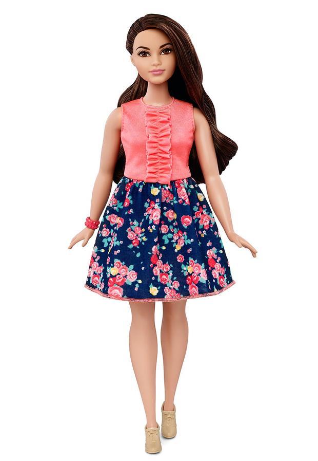 02-barbie-curvy-dmf28c16140fulllengthtcm718-117918.jpg