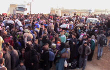 Syrian refugees trapped between bombs and closed Turkish border