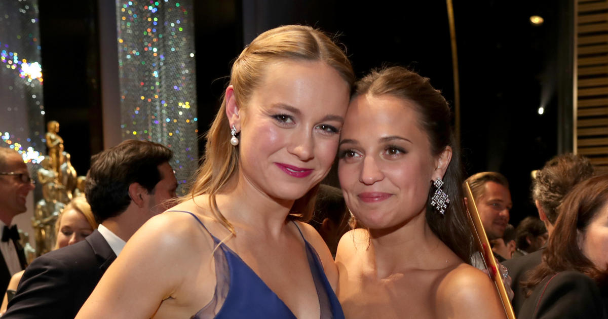 brie larson and alicia vikander oscars 2016 backstage pictures cbs news. Black Bedroom Furniture Sets. Home Design Ideas