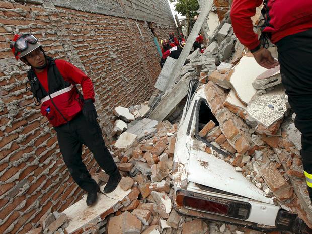 Hundreds killed in Ecuador earthquake