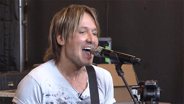 keith-urban-at-microphone-620.jpg