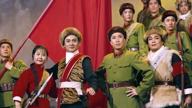 Rare photos of China's Cultural Revolution model operas