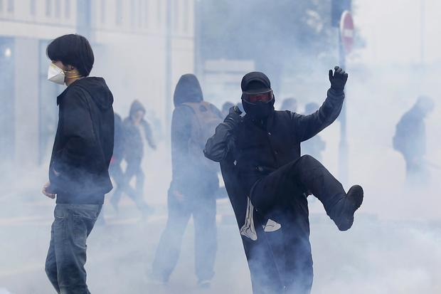 2016-05-26t172841z1265026451lr1ec5q1cji8frtrmadp3france-politics-protests.jpg
