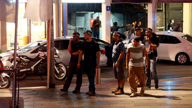 ​Israeli security personnel secure the area where a shooting attack took place in the center of Tel Aviv June 8, 2016.