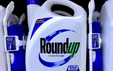 Lawsuit: Danger from weed killer ingredient is not flagged