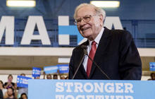 Warren Buffett rips Donald Trump on business record, tax returns