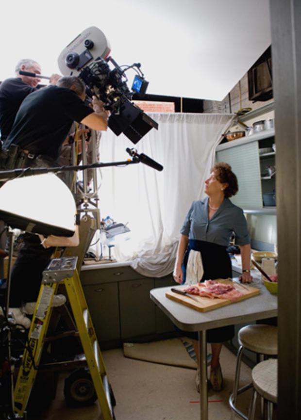 meryl-streep-filming-julie-and-julia.jpg