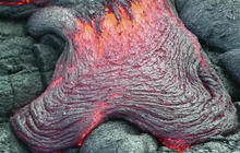 Hawaii visitors flock to see bubbling lava from volcano