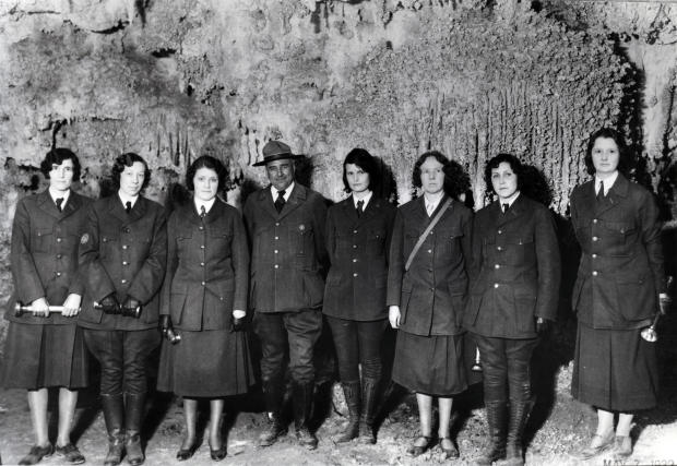 carlsbad-caverns-guides-1932.jpg