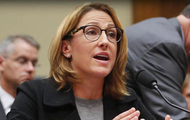 Lawmakers grill Mylan CEO over EpiPen price hike
