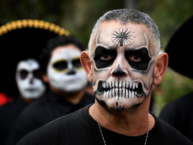 day-of-the-dead-getty-619121338.jpg