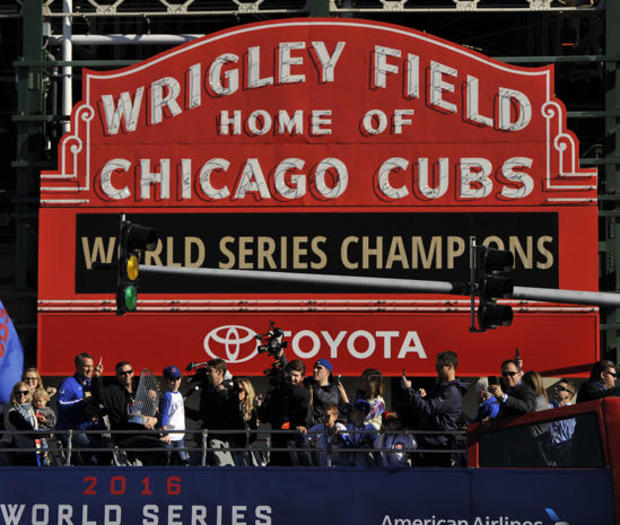chicago-cubs-world-series-parade-ap-16309642074944.jpg